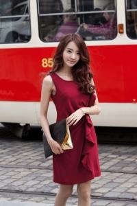 '.Элегантное красное платье .'
