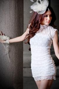 '.Белое кружевное платье .'