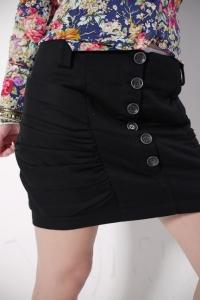 '.Черная короткая юбка с декоративными пуговицами  (размер L) .'