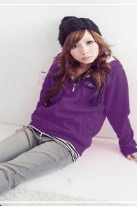 '.Фиолетовая ветровка с капюшоном .'