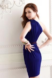 '.Синее платье на одно плечо с поясом .'