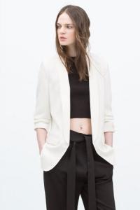 Женский пиджак с присборенными рукавами