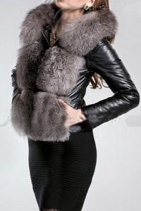 '.Короткая куртка с меховой отделкой .'