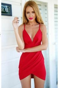 '.Сексуальное красное платье с полуоткрытой спиной .'